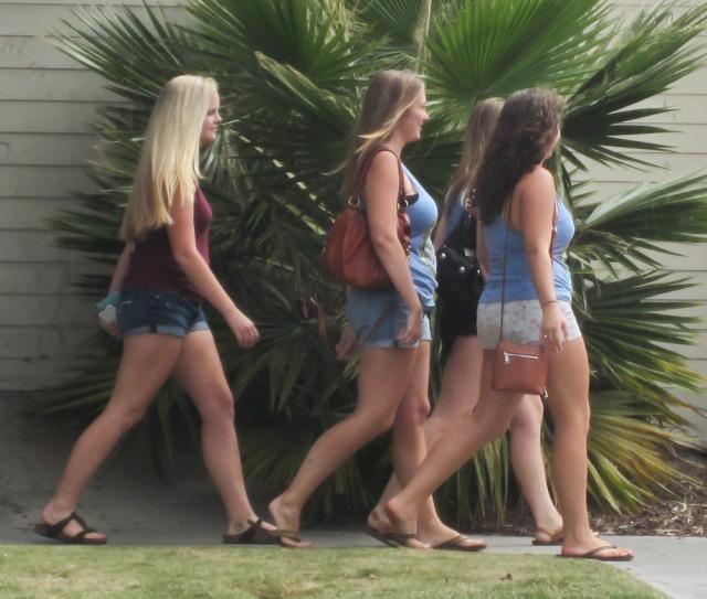 ca_sb_2013_09_isla_vista_girls01