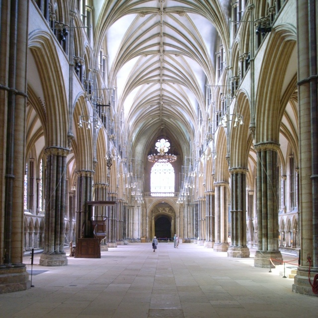 Lincoln_Cathedral_Interior_011