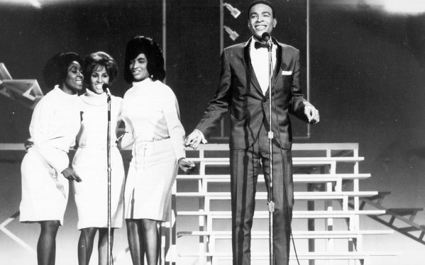Darlene Love and The Blossoms backing up Marvin Gaye in 1964.