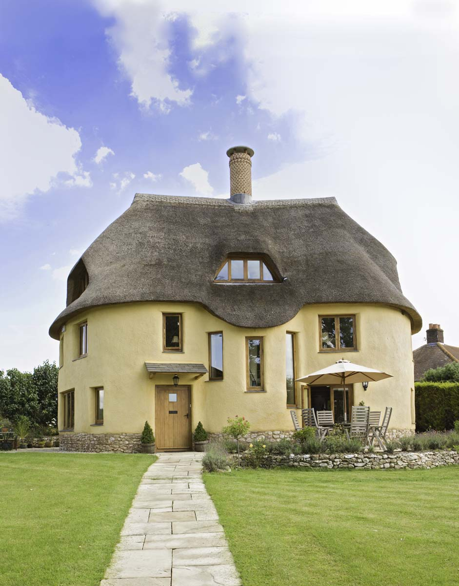 Architecture du jour the english cob house uncouth for Cob home designs