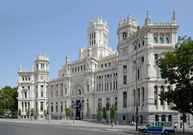 Madrid_-_Palacio_de_comunicaciones_01