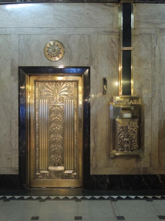 brillbuildingelevatordoormailbox