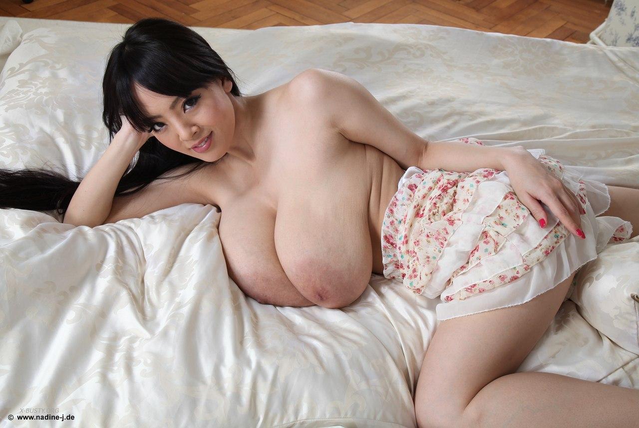 hitomi tanaka in bed