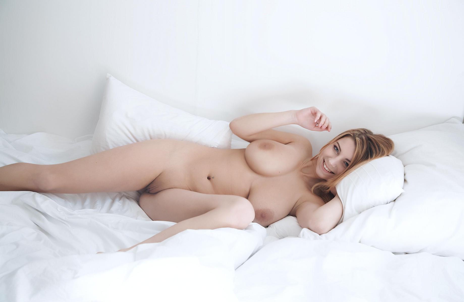 пышногрудая в кровати только очень нежно